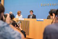 Der ehemalige Katalanische Ministerpraesident Carles Puigdemont kuendigte am Mittwoch den 25. Juli 2018 in Berlin an, dass er am 28. Juli Deutschland verlassen und nach Belgien reisen werde. Nachdem Spanien auf seine Auslieferung aus Deutschland verzichtet und einen internationalen Haftbefehl zurueckgenommen hat, kann er sich in Europa frei bewegen.<br /> Zum Termin der Ankuendigung seiner Ruckreise nach Belgien hatte Puigdemont vier Anwaelte mitgebracht, die ihn juristisch beraten.<br /> 25.7.2018, Berlin<br /> Copyright: Christian-Ditsch.de<br /> [Inhaltsveraendernde Manipulation des Fotos nur nach ausdruecklicher Genehmigung des Fotografen. Vereinbarungen ueber Abtretung von Persoenlichkeitsrechten/Model Release der abgebildeten Person/Personen liegen nicht vor. NO MODEL RELEASE! Nur fuer Redaktionelle Zwecke. Don't publish without copyright Christian-Ditsch.de, Veroeffentlichung nur mit Fotografennennung, sowie gegen Honorar, MwSt. und Beleg. Konto: I N G - D i B a, IBAN DE58500105175400192269, BIC INGDDEFFXXX, Kontakt: post@christian-ditsch.de<br /> Bei der Bearbeitung der Dateiinformationen darf die Urheberkennzeichnung in den EXIF- und  IPTC-Daten nicht entfernt werden, diese sind in digitalen Medien nach &sect;95c UrhG rechtlich geschuetzt. Der Urhebervermerk wird gemaess &sect;13 UrhG verlangt.]