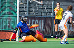 AMSTELVEEN - Saskia van Duivenboden (OR)   tijdens de hoofdklasse competitiewedstrijd hockey dames,  Amsterdam-Oranje Rood (5-2). COPYRIGHT KOEN SUYK