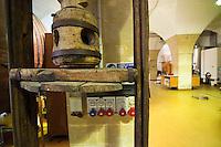 Galatina - Cantine Aperte 2010 - Azienda Agricola Valle dell'Asso - Vecchia pressa in legno utilizzata in passato per la spremitura.