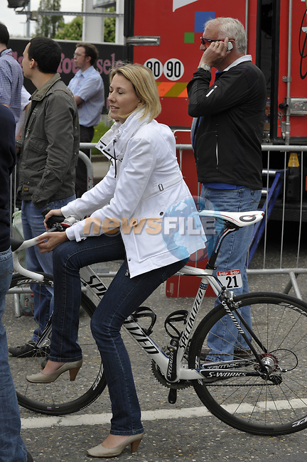 Andy Schleck (LUX) Saxo Bank girlfriend minds his bike after he wins the 95th running of Liege-Bastogne-Liege cycle race, running 261km from Liege to Ans, Belgium. 26th April 2009 (Photo by Eoin Clarke/NEWSFILE)