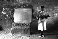 Mozambico,maestra  una scuola elementare in provincia di Nampula