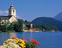 Austria, Upper Austria, Salzkammergut, St. Wolfgang at Lake Wolfgang with pilgrimage church St.Wolfgang