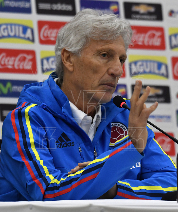 BARRANQUILLA - COLOMBIA - 04 – 10 - 2017: Jose Pekerman técnico de la Selección Colombia gesticula durante rueda prensa en Barranquilla. Colombia se prepara para el próximo partido contra la seleccion de Paraguay para la calificificacion a la Copa Mundo FIFA Rusia 2018. / Jose Pekerman coach of Colombia Team gestures during a press conference in Barranquilla. The Colombia Team preparing for the next game against Paraguay team for the qualifier to FIFA World Cup Russia 2018. Photo: VizzorImage / Luis Ramirez / Staff.
