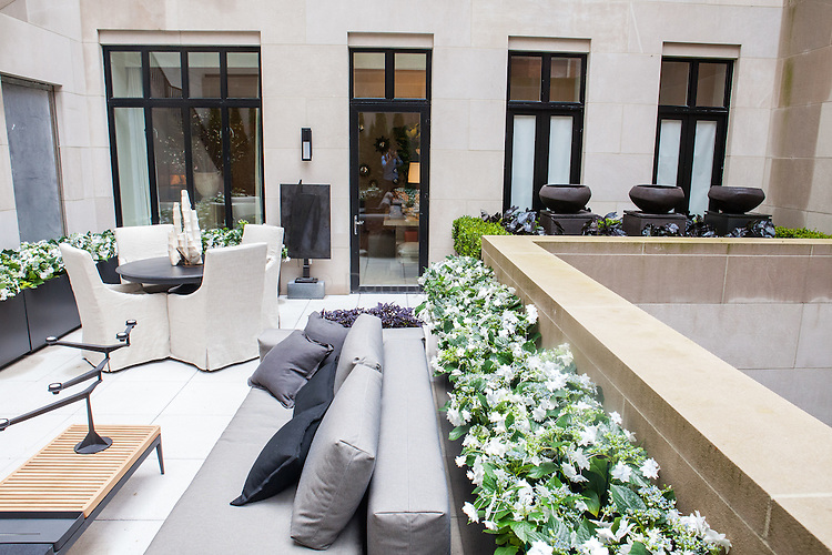 The Kips Bay Decorator Show House invited twenty one designers and architects to transform a luxury Manhattan townhouse for a benefit to the Kips Bay Boys & Girls Club. <br /> <br /> Pictured, design by Daniel Richards Design<br /> <br /> <br /> Danny Ghitis for The New York Times