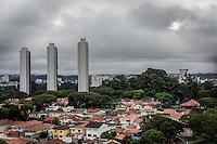 SAO PAULO, SP, 14.03.2016 - CLIMA-SP - Vista de nuvens carregadas a partir do Jd. Marajoara regiao sul de São Paulo nesta segunda-feira, 14. (Foto: Andréia Takaishi/Brazil Photo Press)
