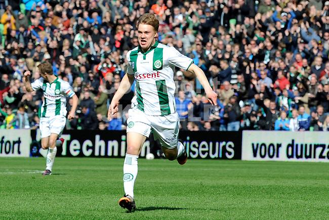 GRONINGEN - Voetbal, FC Groningen - SC Cambuur, Eredivisie, Euroborg, seizoen 2014-2015, 12-04-2015,  FC Groningen speler Simon Tibbling  viert de 2-2