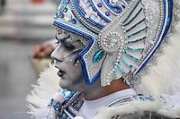 SAO PAULO, SP, 09 FEVEREIRO 2013 - CARNAVAL SP - AGUIA DE OURO  - Integrantes da escola de samba Aguia de Ouro durante desfile no primeiro dia do Grupo Especial no Sambódromo do Anhembi na região norte da capital paulista, na madrugada deste sábado, 09. (FOTO:  LOLA OLIVEIRA/ BRAZIL PHOTO PRESS).