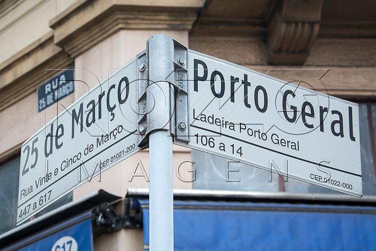 Placa da rua 25 de Março e Ladeira Porto Geral, São Paulo - SP, 10/2016.