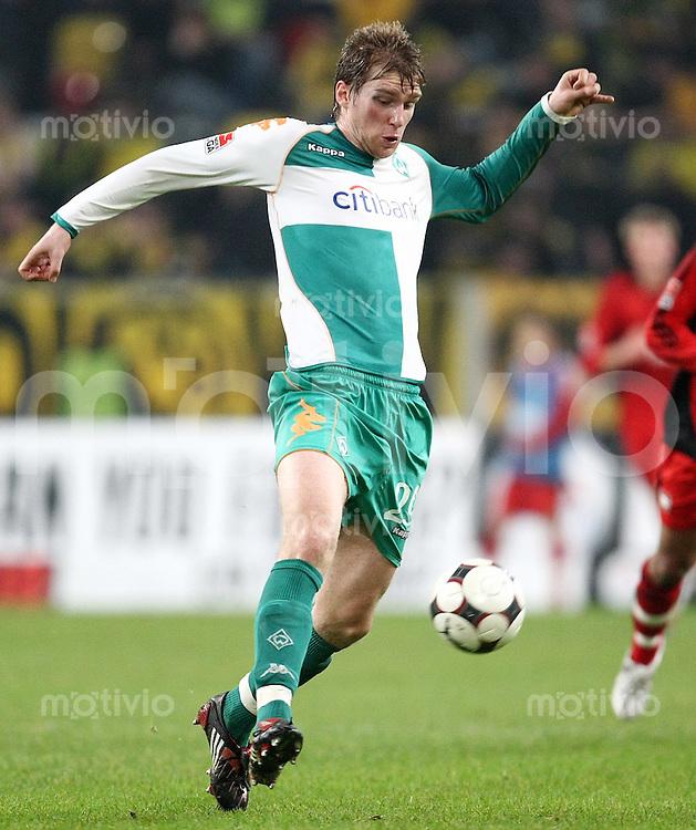 FUSSBALL     1. BUNDESLIGA     SAISON 2007/2008 Per MERTESACKER (SV Werder Bremen), Einzelaktion am Ball