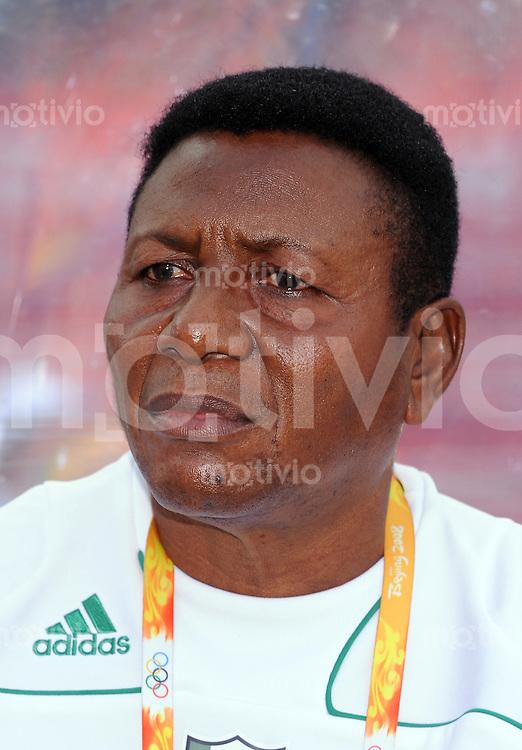 Olympia 2008  Peking  Fussball  Frauen   12.08.2008 Nigeria - Brasilien Trainer Joseph LADIPO (NIG).