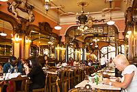 PORTO-PORTUGAL, 25.08.2012 - Interior do Café Majestic, na cidade do Porto, em Portugal. Considerado um dos 10 cafés mais bonitos do mundo, o Majestic foi inaugurado em 17 de dezembro de 1921, na Rua de Santa Catarina, no centro da cidade.  (Bete Marques/Brazil Photo Press)