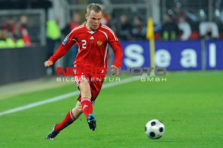 Fussball, L&auml;nderspiel, WM 2010 Qualifikation Gruppe 4 Westfalen Stadion Dortmund ( SIGNAL IDUNA PARK )<br />  Deutschland (GER) vs. Russland ( RUS )<br /> <br /> Aleksandr Anyukov (RUS #02) <br /> <br /> Foto &copy; nph (  nordphoto  )<br />  *** Local Caption ***