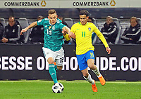 Joshua Kimmich (Deutschland, Germany) gegen Philippe Coutinho (Brasilien Brasilia) - 27.03.2018: Deutschland vs. Brasilien, Olympiastadion Berlin