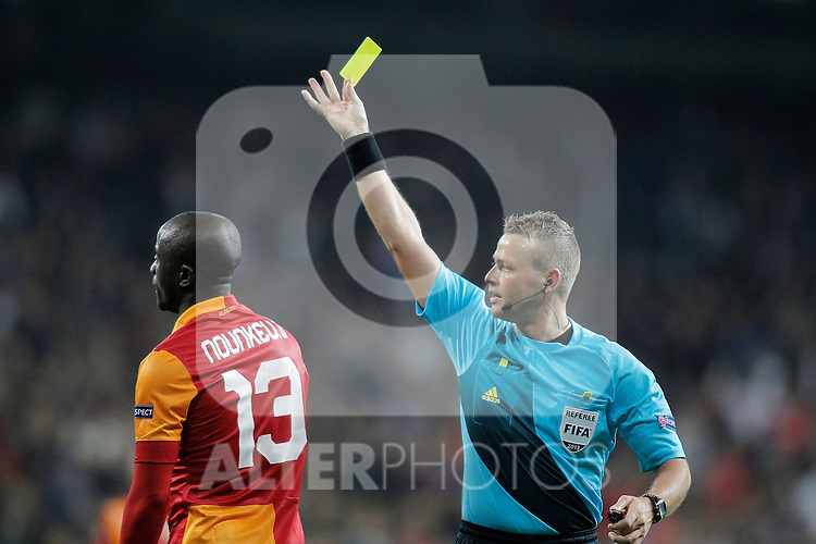 Referee Svein Oddvar Moen shows a yellow card to Galatasaray's Dany Nounkeu light flares during UEFA Champions League match. April 03, 2013. (ALTERPHOTOS/Alvaro Hernandez)