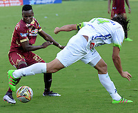 IBAGUÉ -COLOMBIA, 24-06-2015. Jader Obrian (Izq) jugador de Deportes Tolima disputa el balón con Jhon Lozanio (Der) jugador del Atlético Huila por la fecha 10 de la Liga Aguila II 2016 jugado en el estadio Manuel Murillo Toro de la ciudad de Ibagué./ Jader Obrian (L) player of  Deportes Tolima vies for the ball with Jhon Lozanio (R) player of Atletico Huila for the date 10 of the Aguila League II 2016 played at Manuel Murillo Toro stadium in Ibague city. Photo: VizzorImage / Juan Carlos Escobar / Str