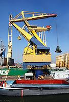 Haven van Rotterdam. Kraan op de kade