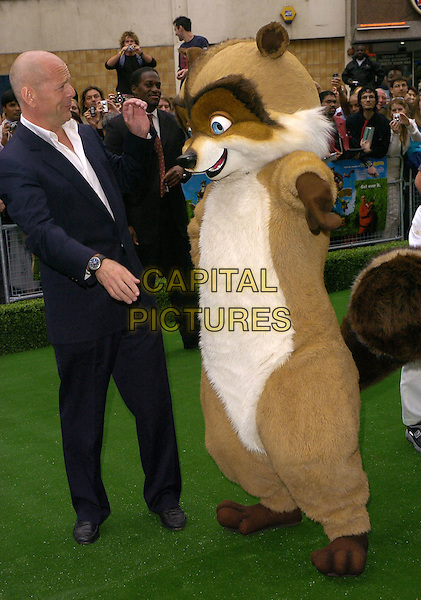 "BRUCE WILLIS & CHARACTER ACTOR.""Over The Hedge"" UK film premiere at Vue West End, London, UK..June 22nd, 2006.Ref: CAN.full length blue suit profile.www.capitalpictures.com.sales@capitalpictures.com.©Capital Pictures"