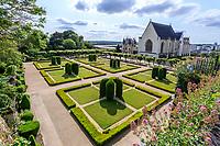 France, Maine-et-Loire (49), Angers, château d'Angers, jardin formelle avec arches croisés d'ifs