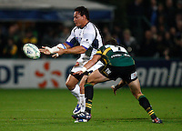 Photo: Richard Lane/Richard Lane Photography. Northampton Saints v Castres Olympique. Heineken Cup. 08/10/2010. Castres' Chris Masoe passes.