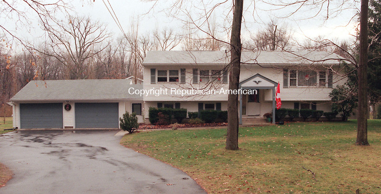 MIDDLEBURY, CT 12/17/98--1217TK06.tif  House of the Week on 273 Middlebury Road in Middlebury for Realty Executives.--TOM KABELKA staff photo for REPORTERS NAME / STANDALONE PHOTO  (Filed in Scans/Scan-In)