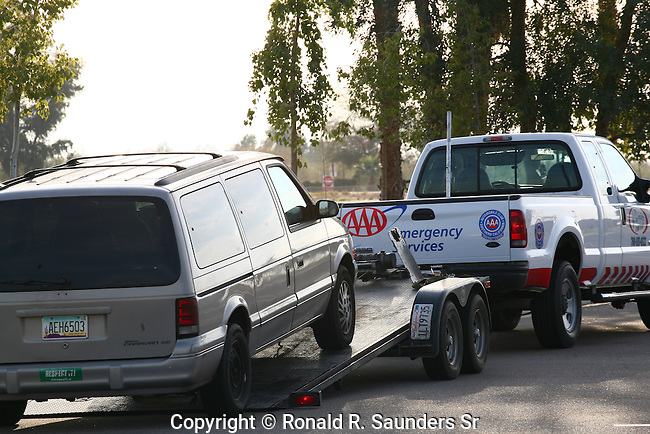TOW TRUCK PREPARES TO TOW VEHICLE (2)