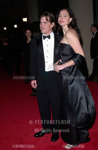Actress MINNIE DRIVER & actor boyfriend JOSH BROLIN at the American Film Institute gala, in Beverly Hills, where Barbra Streisand was honored with the Institute's 29th Annual Life Achievement Award..22FEB2001   © Paul Smith/Featureflash