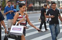 SÃO PAULO, SP, 12 DE SETEMBRO DE 2013 - CLIMA TEMPO - Paulistano vive tarde quente e seca nesta quinta feira, 12, na Avenida Paulista, região central da capital. FOTO: ALEXANDRE MOREIRA / BRAZIL PHOTO PRESS