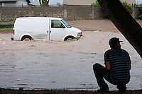 Flash floods slam cities in Pinal County, Arizona