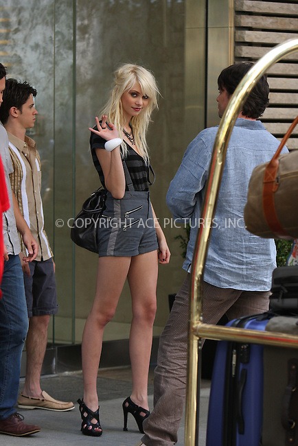 WWW.ACEPIXS.COM . . . . .  ....July 6 2009, New York City....Actress Taylor Momsen on the set of the TV show 'Gossip Girl' on July 6 2009 in New York City....Please byline: AJ Sokalner - ACEPIXS.COM.... *** ***..Ace Pictures, Inc:  ..(212) 243-8787 or (646) 769 0430..e-mail: picturedesk@acepixs.com..web: http://www.acepixs.com