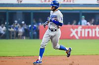 Dodgers de Los Ángeles vs Medias Blancas de Chicago. CHICAGO (ILLINOIS, EE.UU.), 19/07/2017. El jardinero de los Dodgers de Los Ángeles Chris Taylor corre por las bases después de batear un home run contra los Medias Blancas de Chicago, durante la primera entrada de un juego de la MLB entre los Dodgers de Los Ángeles y los Medias Blancas de Chicago hoy, miércoles 19 de julio de 2017, en el Guaranteed Rate Field de Chicago, Illinois (EE.UU.). EFE/Tannen Maury