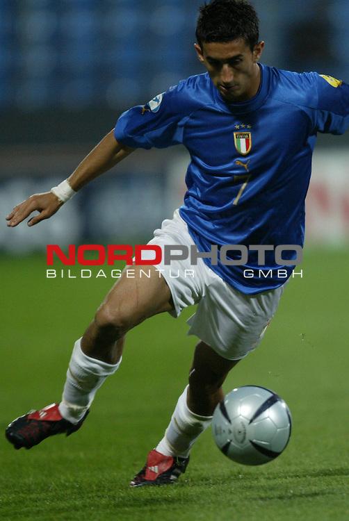 U21 - EM 2004 - Gruppe A<br /> Italien vs. Belarus 1:2<br /> Giampiero Pinzi von Italien.<br /> Foto &copy; nordphoto - Ruediger Lampe<br /> <br />  *** Local Caption *** Foto ist honorarpflichtig! zzgl. gesetzl. MwSt.<br />  Belegexemplar erforderlich<br /> Adresse: nordphoto<br /> Georg-Reinke-Strasse 1<br /> 49377 Vechta