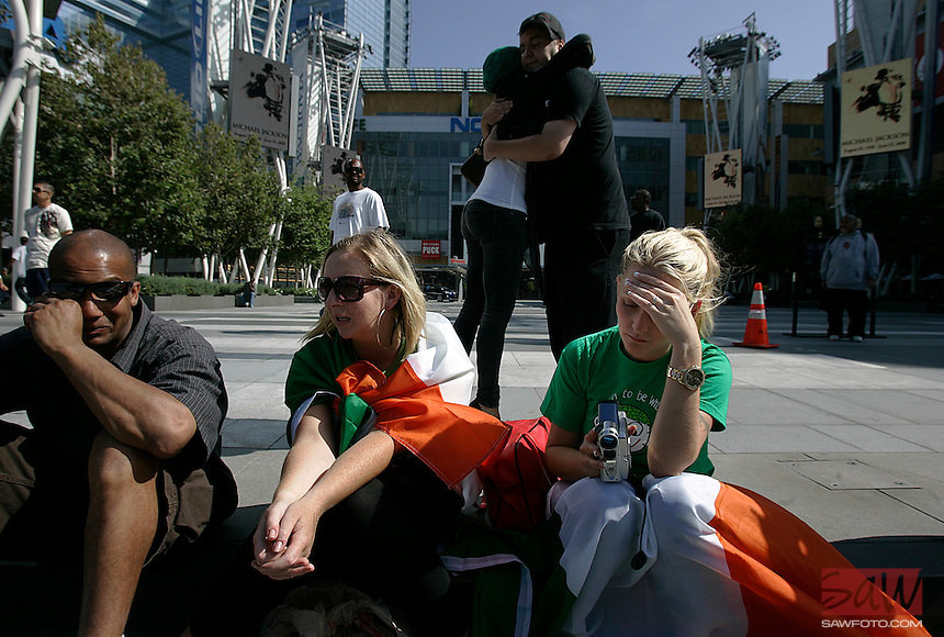 LOS ANGELES,CA - JULY 3,2009: Jennifer Callaghan,31, center and Karen Sheridan, right, flew from Ireland to attend what they thought would be a weekend memorial for Michael Jackson. The pair attended a press conference Friday morning, July 3, 2009, but will be flying home Saturday afternon and missing the Tuesday memorial. Staples officials announced preliminary details of the public memorial service celebrating the life of Michael Jackson. The public memorial service will take place on Tuesday, July 7, 2009, at 10:00 AM... .Location, Street Address and Directions:     .Staples Center , Los Angeles,  CA  USA  .Contact:. Authorizing Editors:.      Ken Sunshine and Associates.       (310) 275-3222.      .       .Writer:. Due Date:.      .      Will NOT be There. Friday.07/03/2009 12:00 pm .DAILY.Attn: ME.Los Angeles Times.202 W. First St./3rd Floor.Los Angeles, CA 90012.(800) 528-4637.Photo:Spencer Weiner/Los Angeles .