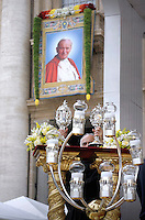 Reliquieof Popes John XXIII and John Paul II,Pope Francis during the canonisation mass of Popes John XXIII and John Paul II on St Peter's at the Vatican on April 27, 2014.