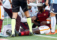 Calcio, Serie A: Roma vs Lazio. Roma, stadio Olimpico, 8 novembre 2015.<br /> Roma's Antonio Ruediger receives assistance after getting injured during the Italian Serie A football match between Roma and Lazio at Rome's Olympic stadium, 8 November 2015.<br /> UPDATE IMAGES PRESS/Riccardo De Luca