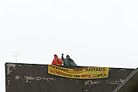 Due infermieri del San Raffaele sul tetto dell'ospedale protestano contro potenziali futuri licenziamenti ..The San Raffaele Hospital workers protest on the roof against potential layoffs