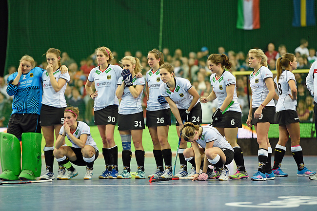 Leipzig, Germany, February 08: Players of Germany look on during shoot-out during the women gold medal match between Germany (white) and The Netherlands (orange) on February 8, 2015 at the FIH Indoor Hockey World Cup at Arena Leipzig in Leipzig, Germany. Final score 1-2 after shoot out. (Photo by Dirk Markgraf / www.265-images.com) *** Local caption ***