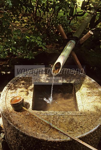 """Asie/Japon/Kyoto: Temple Ryoan ji - Détail de la fontaine """"Tsukubai"""""""
