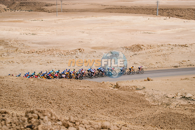 The peloton pass by during Stage 2 of the Saudi Tour 2020 running 187km from Sadus Castle to Al Bujairi, Saudi Arabia. 5th February 2020. <br /> Picture: ASO/Pauline Ballet   Cyclefile<br /> All photos usage must carry mandatory copyright credit (© Cyclefile   ASO/Pauline Ballet)