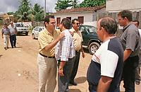 Dep federal José Priante, abraça o prefeito de Vitória do Xingu Liber, tendo ao ladoManoel  Mansour em frente ao Danny Gutzeit.<br />2000