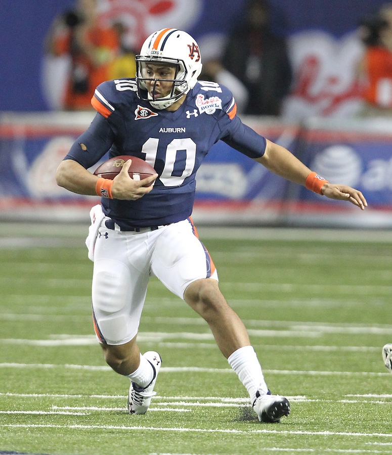 ATLANTA, GA - DECEMBER 31: Kiehl Frazier #10 of the Auburn Tigers runs with the ball during the 2011 Chick Fil-A Bowl against the Virginia Cavaliers at the Georgia Dome on December 31, 2011 in Atlanta, Georgia. Auburn defeated Virginia 43-24. (Photo by Andrew Shurtleff/Getty Images) *** Local Caption *** Kiehl Frazier