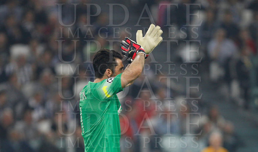 Calcio, quarti di finale di andata di Champions League: Juventus vs Monaco. Torino, Juventus stadium, 14 aprile 2015.<br /> Juventus' goalkeeper Gianluigi Buffon applauds during the Champions League quarterfinals first leg football match between Juventus and Monaco at Juventus stadium, 14 April 2015.<br /> UPDATE IMAGES PRESS/Isabella Bonotto