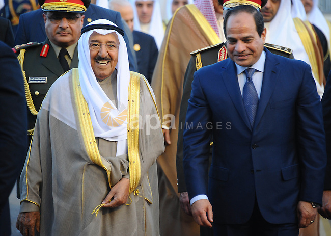 A handout picture made available by the Egyptian presidency shows Egyptian President Abdel Fattah al-Sisi (R) meeting with Kuwait Emir Sheikh Sabah al-Ahmad Al-Sabah upon the latter's arrival in Red Sea resort of Sharm El-Sheikh on March 27, 2015, ahead of an Arab League summit. Yemen's President Abedrabbo Mansour Hadi arrived in Egypt for a weekend Arab League summit at which his country takes centre stage amid Saudi-led coalition attacks on Huthi rebels. Photo by Egyptian Presidency