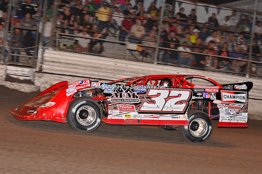 Feb 20, 2014; 6:52:45 PM;  Barberville, FL, USA;  World of Outlaws Late Model Series for 43rd Annual DIRTcar Nationals presented by Summit Racing Equipment at Volusia Speedway Park.  Mandatory Credit: (thesportswire.net)