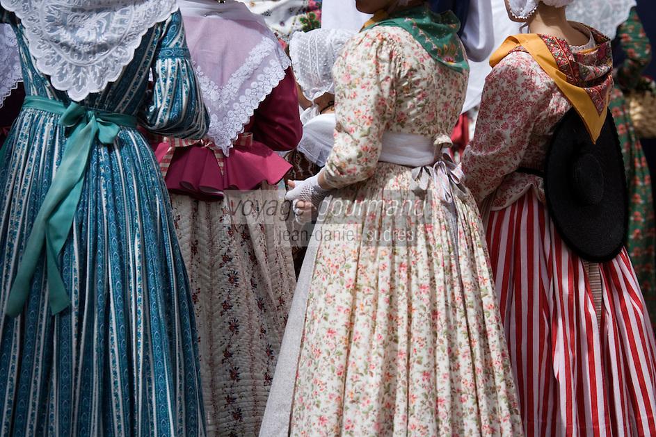 Europe/Provence-Alpes-Côte d'Azur/83/Var/Saint-Tropez: détail costumes provençaux lors de la Bravade: -Les Bravades sont des processions en l'honneur du Saint Patron de la ville]