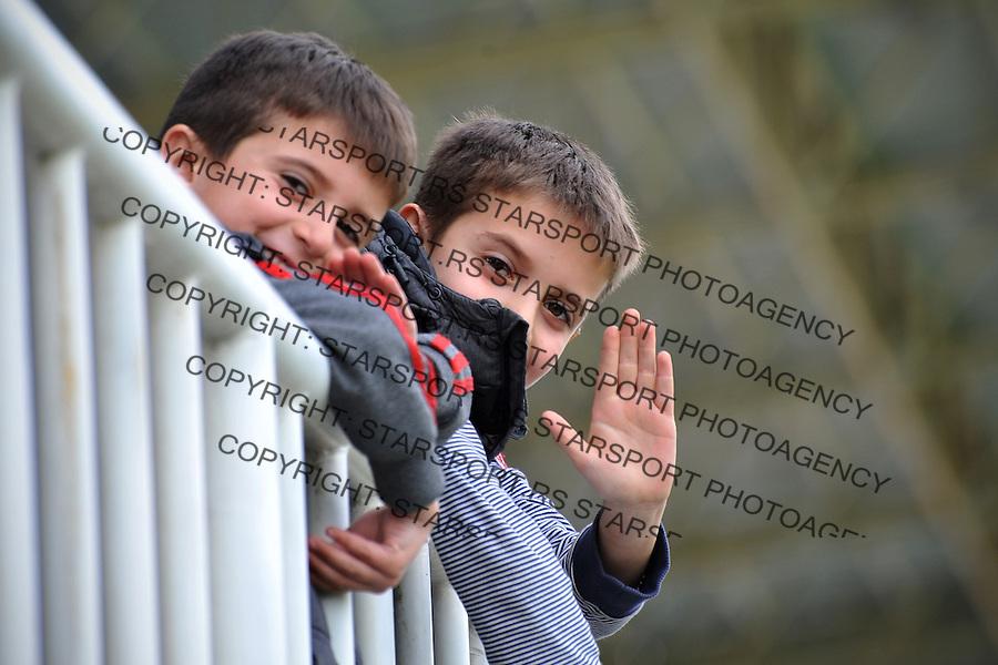 Fudbal Super liga season 2015-2016<br /> Novi Pazar v Vozdovac<br /> Najmladji navijaci FK Novi Pazar na zapadnoj tribini<br /> Novi Pazar, 2. 4. 2016<br /> foto: Emir Sadovic/Starsportphoto &copy;