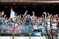 Milano: cresimandi in attesa del Papa Benedetto XVI allo stadio San Siro durante il VII incontro mondiale delle famiglie..Milan: pilgrims attends at the celebration at San Siro stadium in Milan during the 7th World Meeting of Families  ...