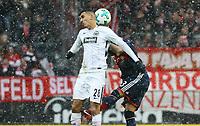 Aymen Barkok (Eintracht Frankfurt) gegen Arturo Vidal (FC Bayern Muenchen) - 09.12.2017: Eintracht Frankfurt vs. FC Bayern München, Commerzbank Arena