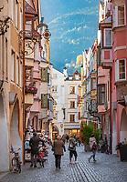 Italien, Suedtirol (Trentino-Alto Adige), Eisacktal, Brixen: Altstadt - Gasse Grosse Lauben | Italy, South Tyrol (Trentino-Alto Adige), Bressanone: old town lane Grosse Lauben
