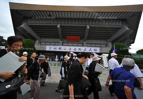 August 15, 2012, Tokyo, Japan - Bereaved families of Japanese war dead attend a ceremony marking the 67th anniversary of the end of World War II at Tokyo's Budokan Martial Arts Hall on Wednesday, August 15, 2012. (Photo by Natsuki Sakai/AFLO) AYF -mis-