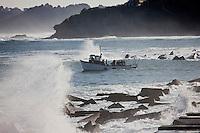 Europe/France/Aquitaine/64/Pyrénées-Atlantiques/Pays Basque/ Socoa: La digue et départ du bateau du club de plongée.